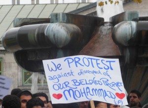 "Protestplakat: ""We protest against disrespect of our beloved Prophet Mohammad"""