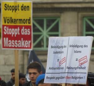 """Protestplakat: """"Stoppt den Völkermord; Stoppt das Massaker"""""""
