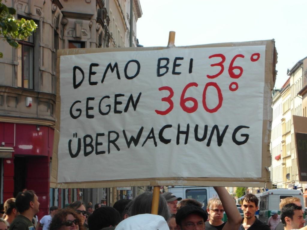 Abb. 7: StopWatchingUs Demo Berlin 2013 — Demo bei 36° gegen 360° Überwachung.
