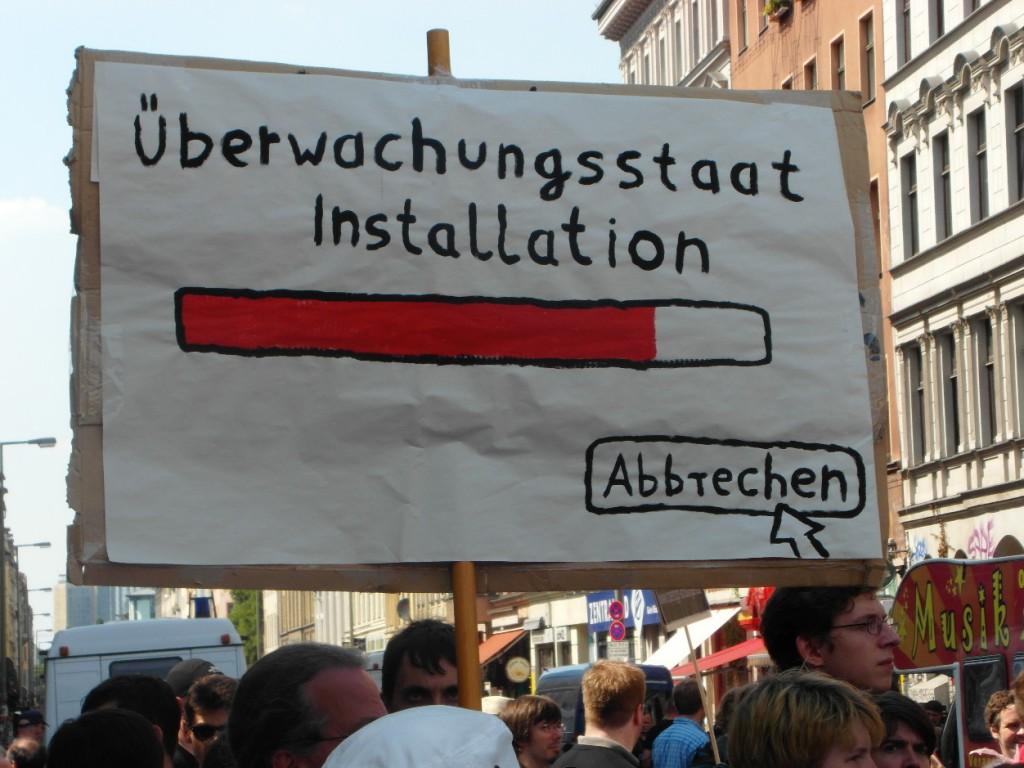 Abb. 8: StopWatchingUs Demo Berlin 2013 — Überwachungsstaatinstallation, abbrechen.