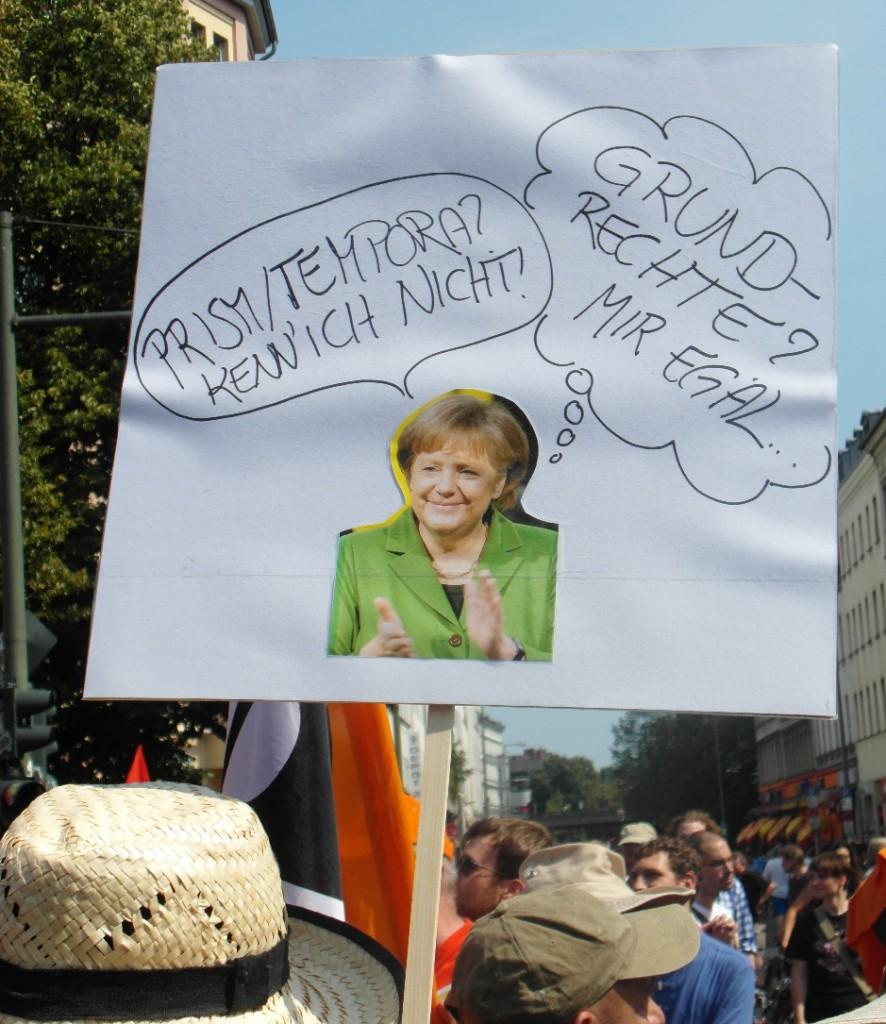 Abb. 9: StopWatchingUs Demo Berlin 2013 — Angela Merkel: Prism/Tempora? Kenn' ich nicht; Grundrechte? Mir egal.