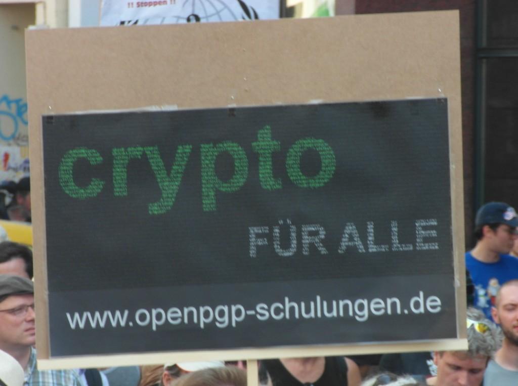 Abb. 11: StopWatchingUs Demo Berlin 2013 — Crypto für alle, www.openpgp-schulungen.de.