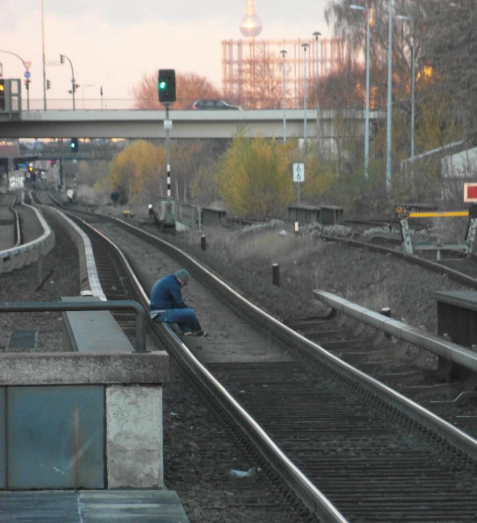 Denker auf den Gleisen