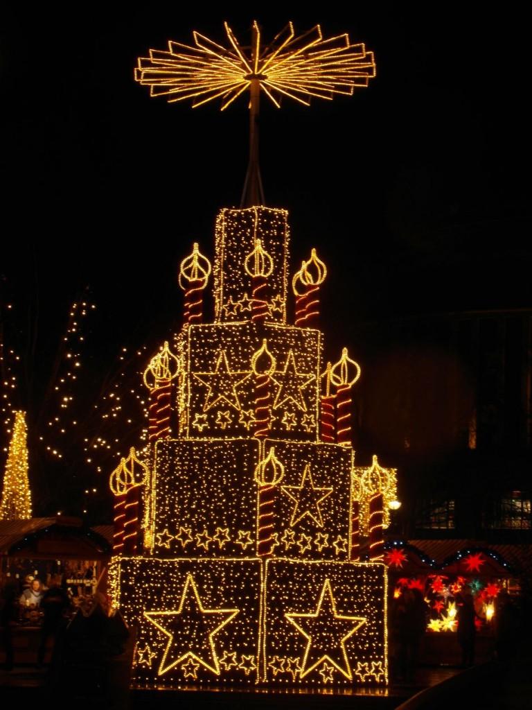 Weihnachtsillumination auf dem Breitscheidplatz am Tauentzien in Berlin