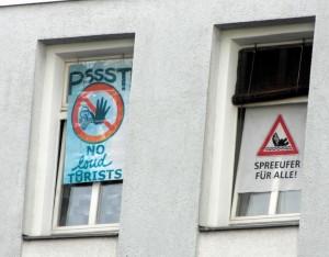 """""""Psst no loud tourists"""" und """"Spreeufer für alle"""""""