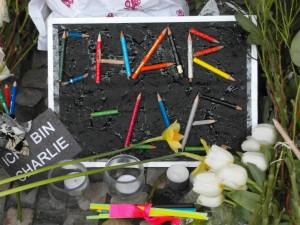 Trauerbezeugung vor der französichen Botschaft in Berlin.
