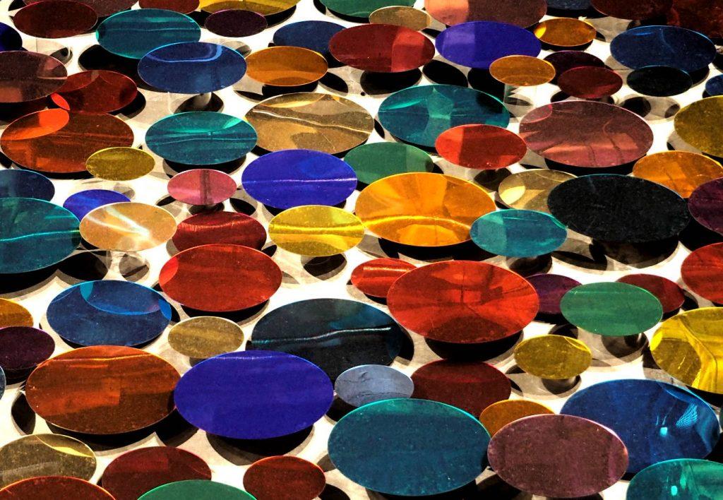 Reflektierende Acrylglasscheiben.