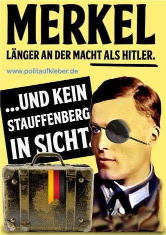 Aufkleber: Merkel länger an der Macht als Hitler … und kein Stauffenberg in SIcht.